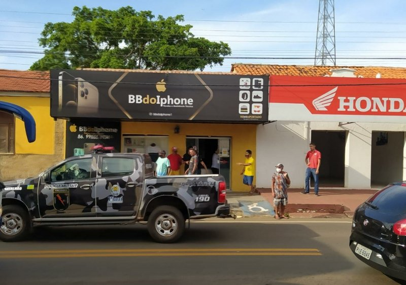 Dupla faz reféns em loja e leva R$ 100 mil em celulares no Piauí - Foto: Campo Maior em Foco