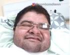 Jornalista Carlos Mesquita evolui e faz fisioterapia respiratória