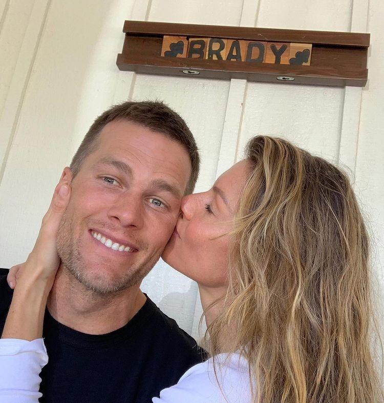 Tom Brady e Gisele Bündchen trocam carinho em aniversário de casamento - Imagem 3