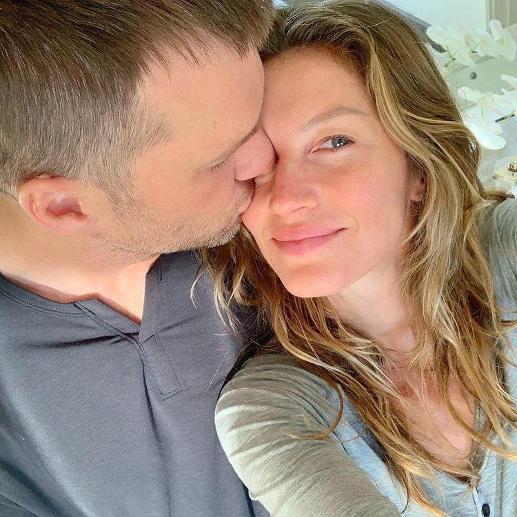 Tom Brady e Gisele Bündchen trocam carinho em aniversário de casamento - Imagem 1