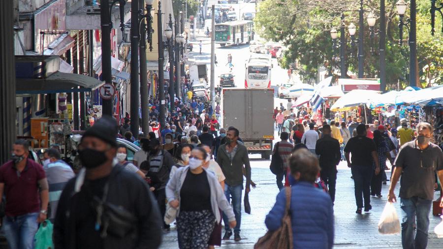 Movimentaçao em rua do Centro de Sao Paulo após reabertura do comércio - Foto: Estadao Conteúdo