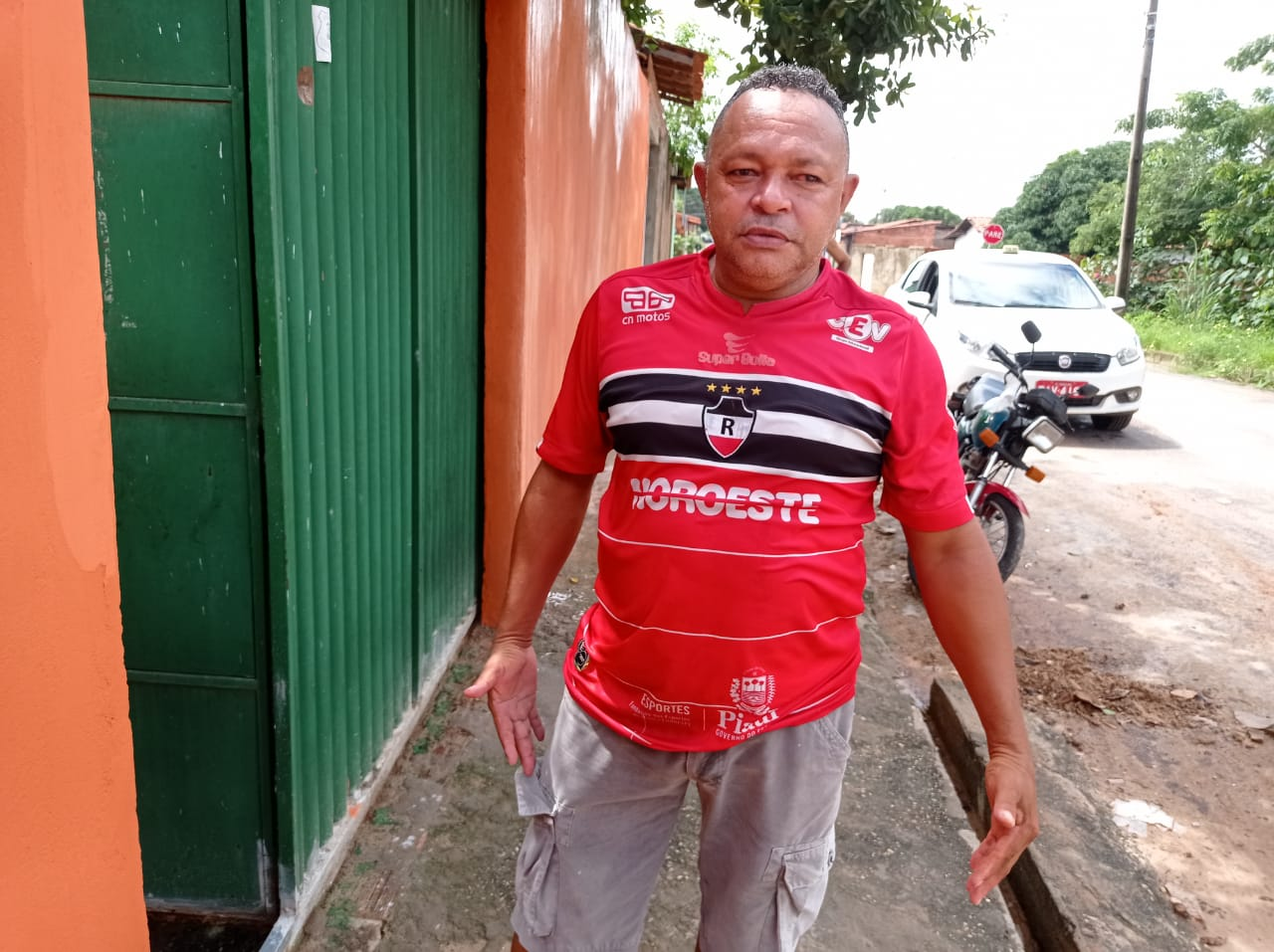 João Inácio disse que um autómovel ficou atolado no conjunto Mário Covas- Foto; Efrém Ribeiro
