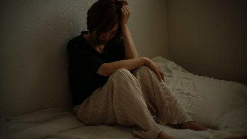 Em outubro do ano passado, 879 mulheres se suicidaram. Isso representa um aumento de mais de 70% em relação ao mesmo mês de 2019