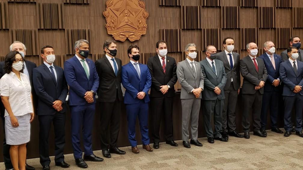 Representantes do governo, da Vale, do TJ e do MPMG e MPF assinam acordo para reparar tragédia de Brumadinho. — Foto: Danilo Girundi / TV Globo