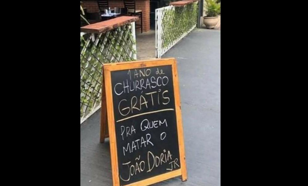 """Restaurante na Vila Mariana, Zona Sul de SP, anuncia """"churrasco grátis pra quem matar o João Doria"""", governador de São Paulo. — Foto: Acervo pessoal"""