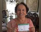 Mãe de Gugu Liberato é vacinada contra a Covid-19 em SP