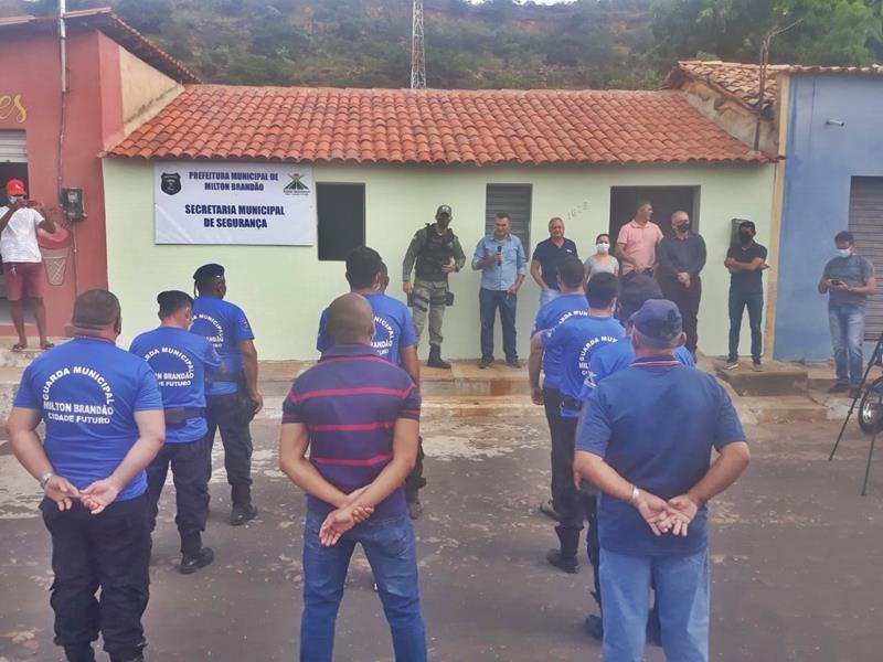 Milton Brandão: Prefeito Evangelista Resende, cria, equipa e entrega Secretaria Municipal de Segurança a população  - Imagem 15