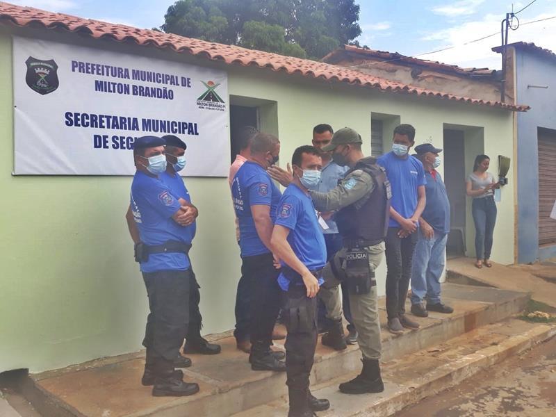 Milton Brandão: Prefeito Evangelista Resende, cria, equipa e entrega Secretaria Municipal de Segurança a população  - Imagem 9