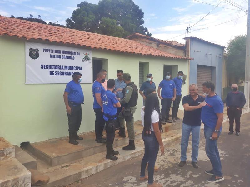 Milton Brandão: Prefeito Evangelista Resende, cria, equipa e entrega Secretaria Municipal de Segurança a população  - Imagem 21