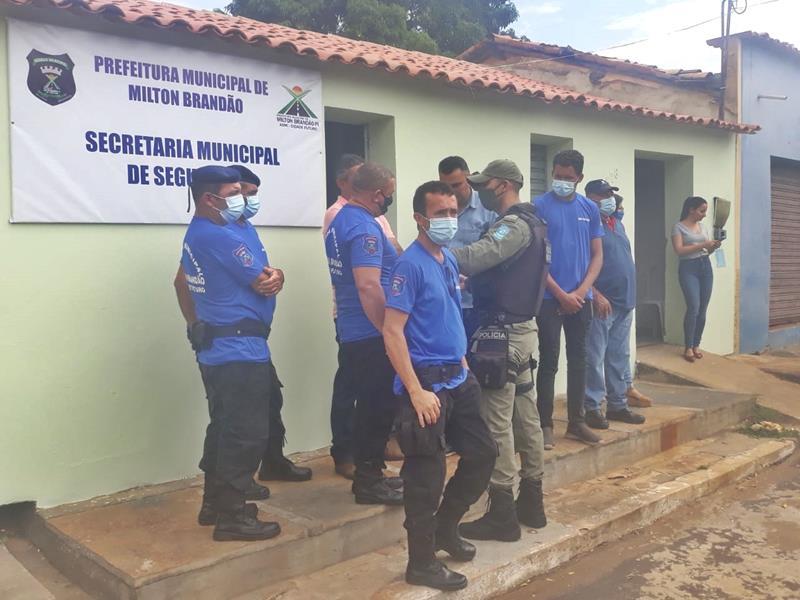 Milton Brandão: Prefeito Evangelista Resende, cria, equipa e entrega Secretaria Municipal de Segurança a população  - Imagem 19