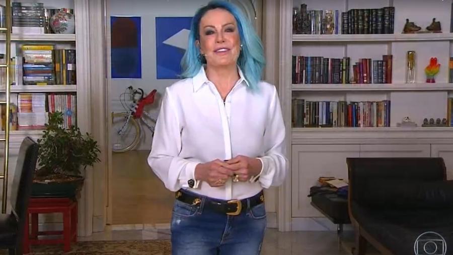 Ana Maria Braga apareceu de cabelo azul no programa