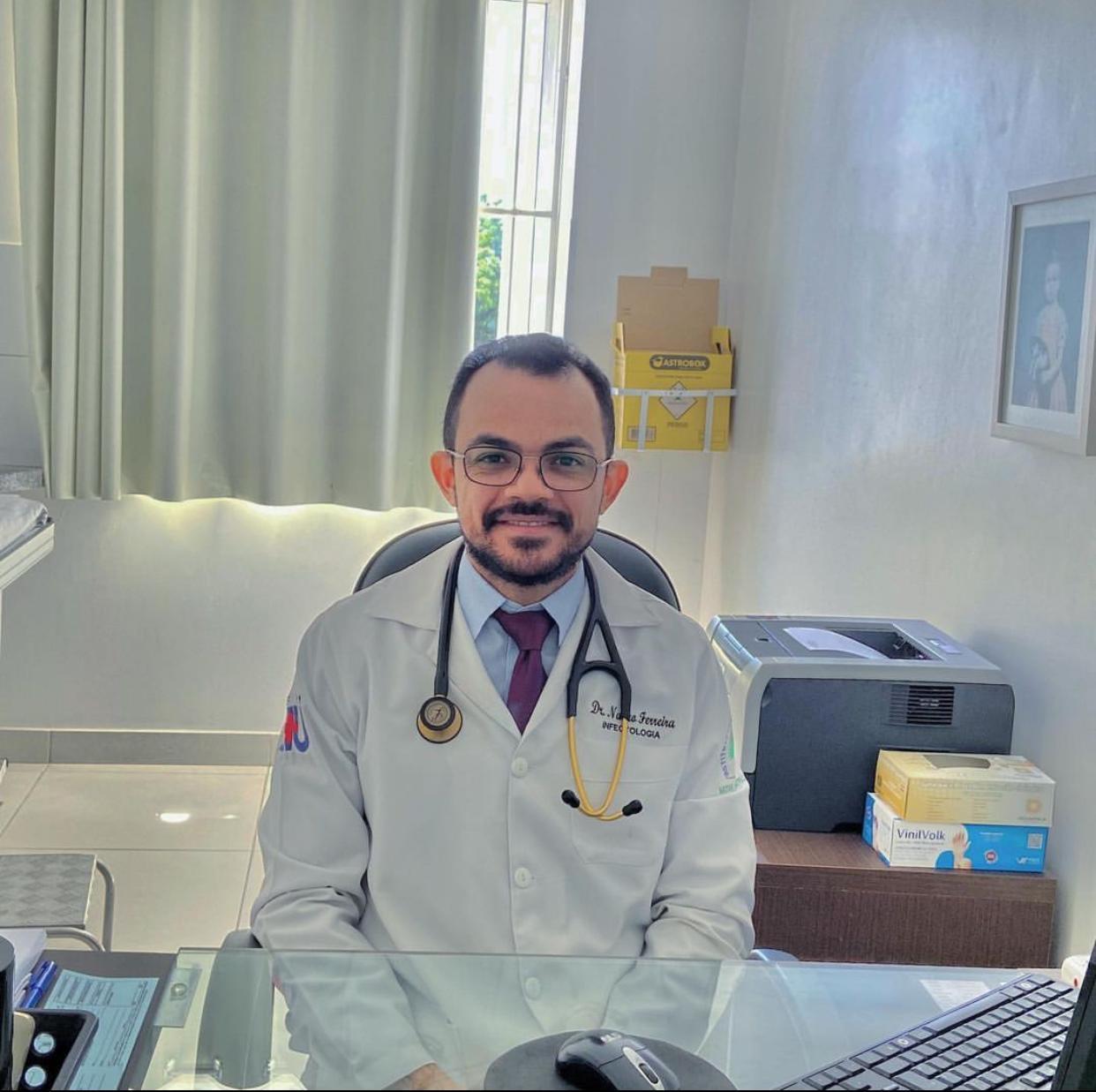 Nayro Ferreira, médico infectologista