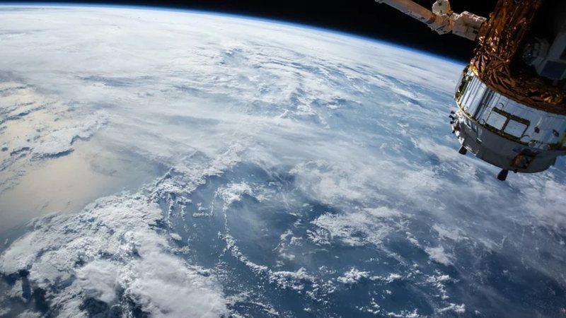 Satélite em órbita na Terra (Foto: reprodução)