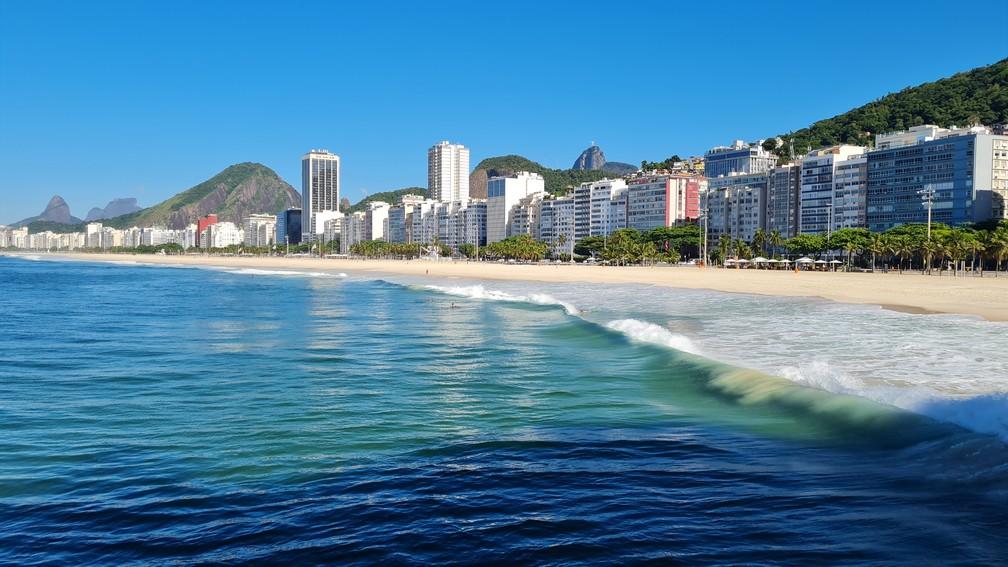 Praia do Leme neste domingo, no Rio de Janeiro - Foto: Eduardo Pierre/G1