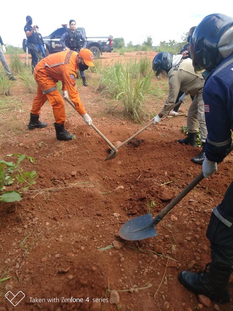 Corpo de Bombeiros e policiais militares desenterraram as jovens