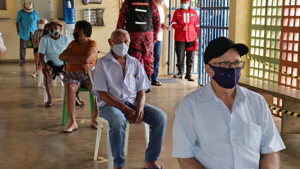 Valença do Piaui avança com vacinação de idosos entre 75 e 79 anos - Imagem 39