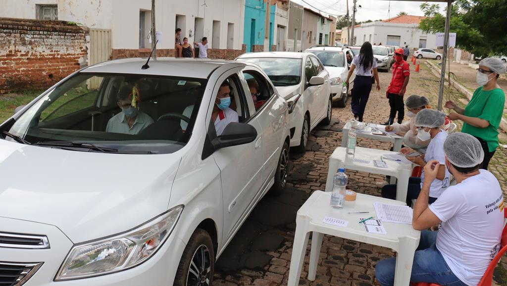 Valença do Piaui avança com vacinação de idosos entre 75 e 79 anos - Imagem 8