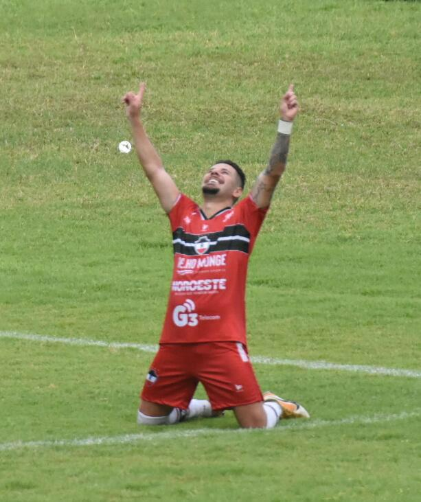 Jogador do River comemora vitória do Galo - Crédito: Elziney Santos