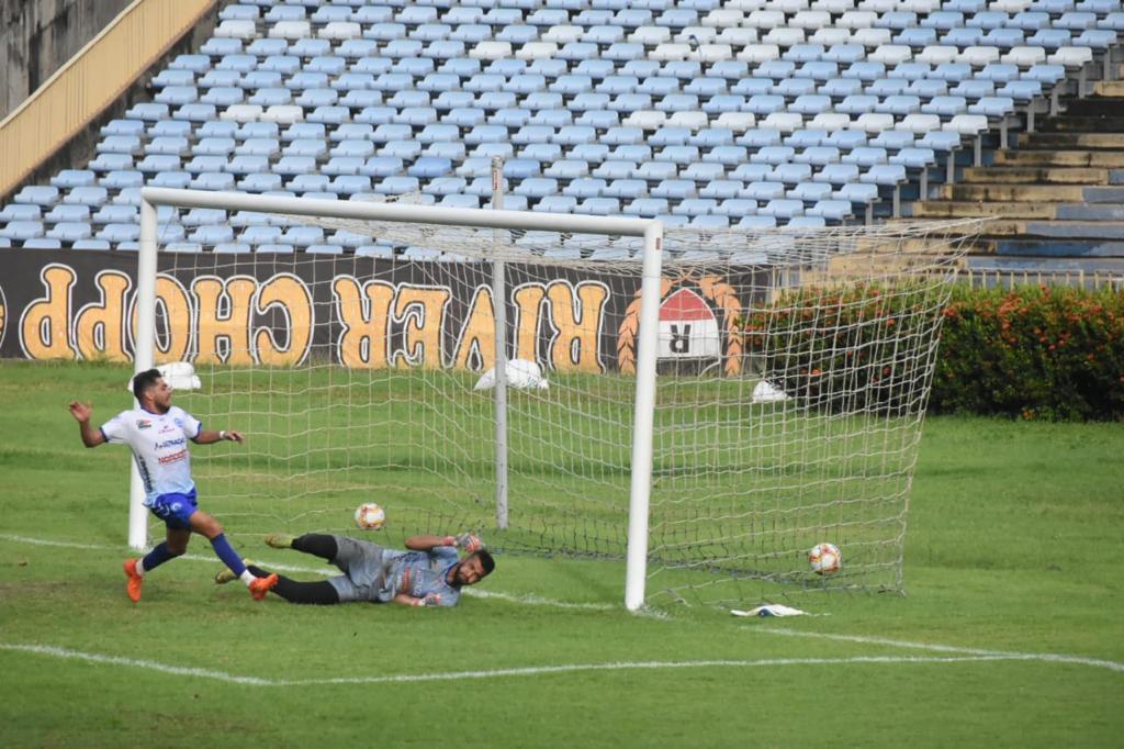 Arbitragem marcou gol impedido e técnico Kobayashi diz prejudicou equipes - Crédito: Elziney Santos