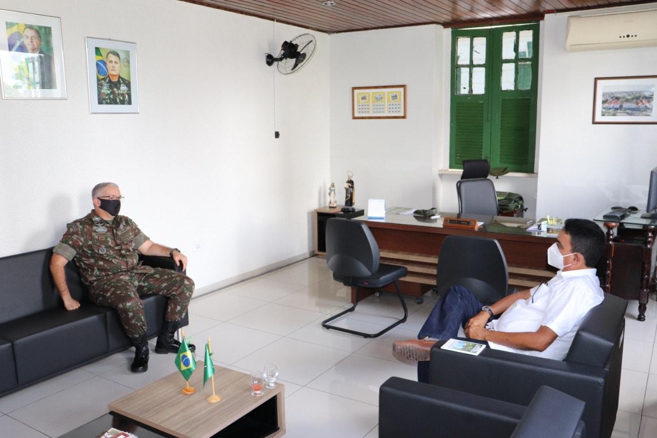 Prefeito de Coivaras trata sobre parceria com o 25º BC do Exército Brasileiro  - Imagem 4