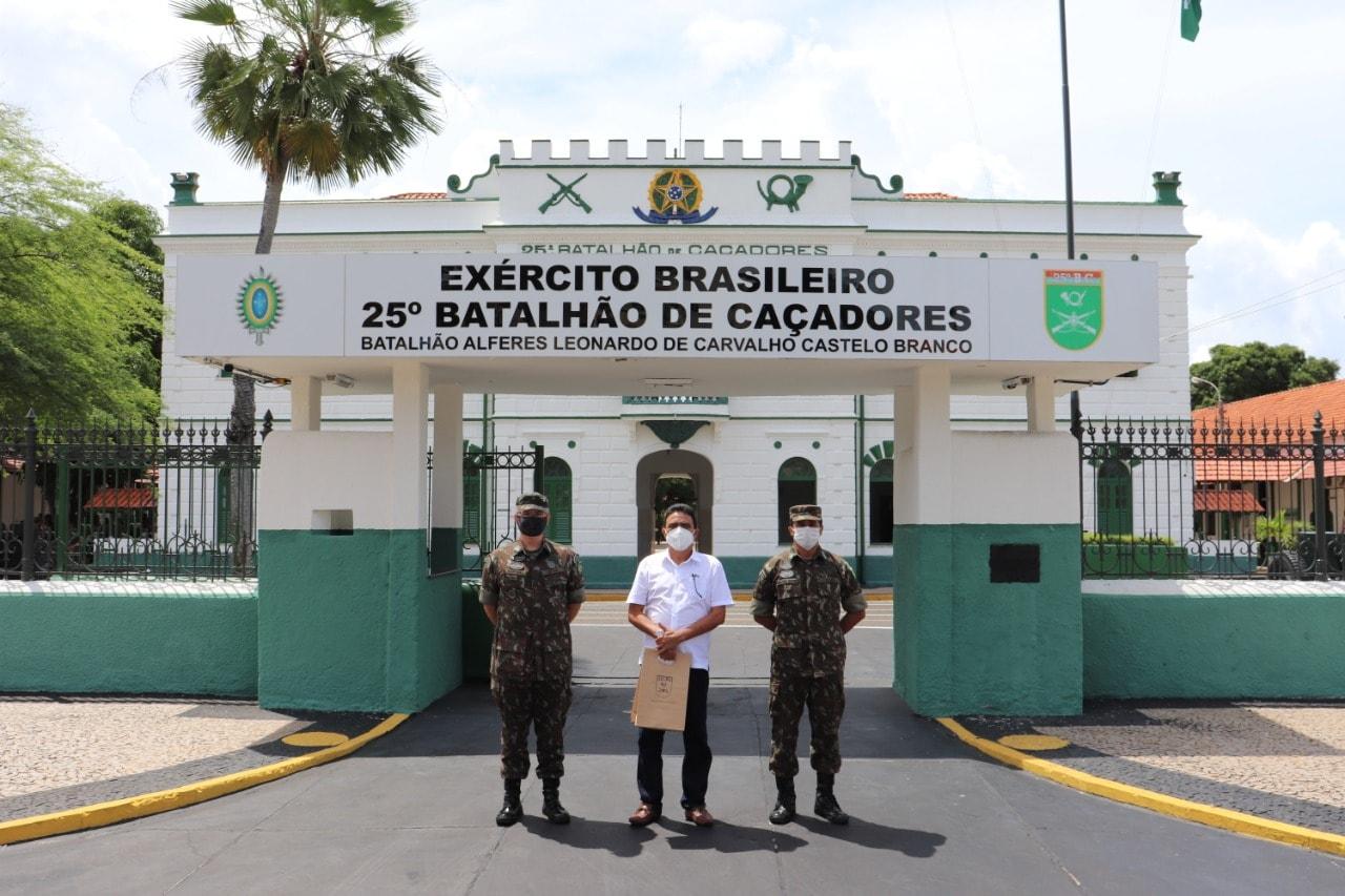 Prefeito de Coivaras trata sobre parceria com o 25º BC do Exército Brasileiro  - Imagem 1