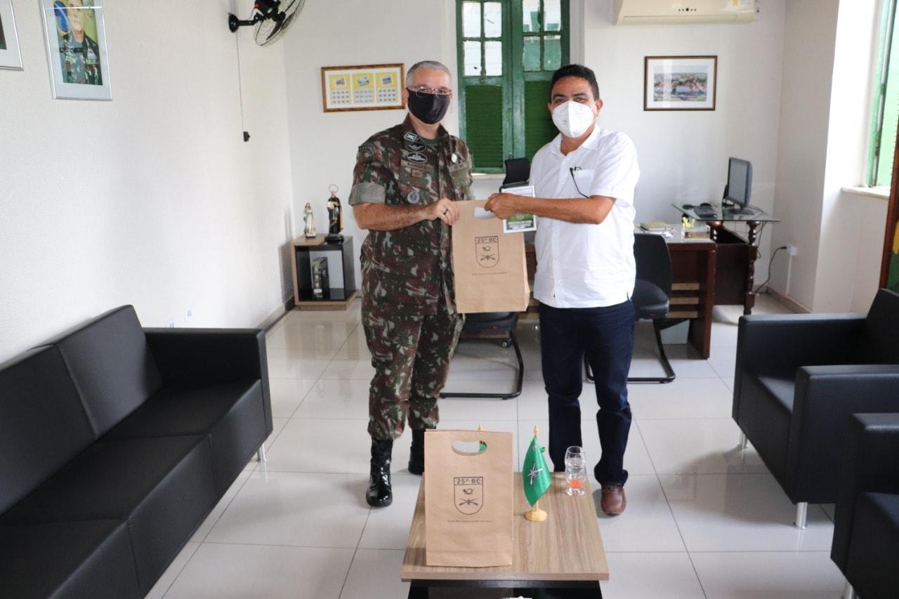 Prefeito de Coivaras trata sobre parceria com o 25º BC do Exército Brasileiro  - Imagem 3