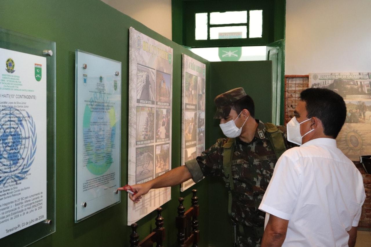 Prefeito de Coivaras trata sobre parceria com o 25º BC do Exército Brasileiro  - Imagem 2