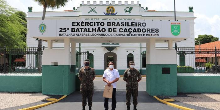 Prefeito de Coivaras trata sobre parceria com o 25º BC do Exército Brasileiro