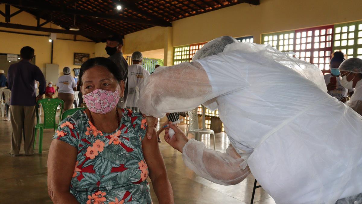 Idosos de 70 e 74 anos são vacinados na cidade e interior de Valença  - Imagem 9