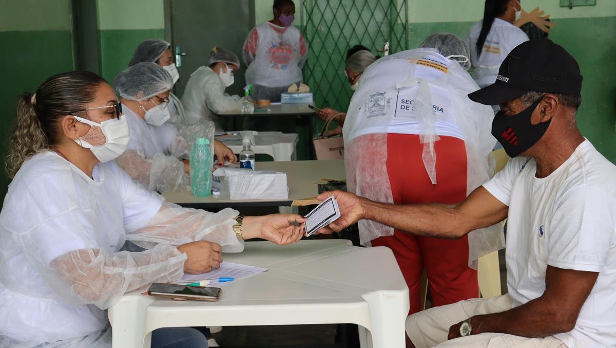 Idosos de 70 e 74 anos são vacinados na cidade e interior de Valença  - Imagem 13