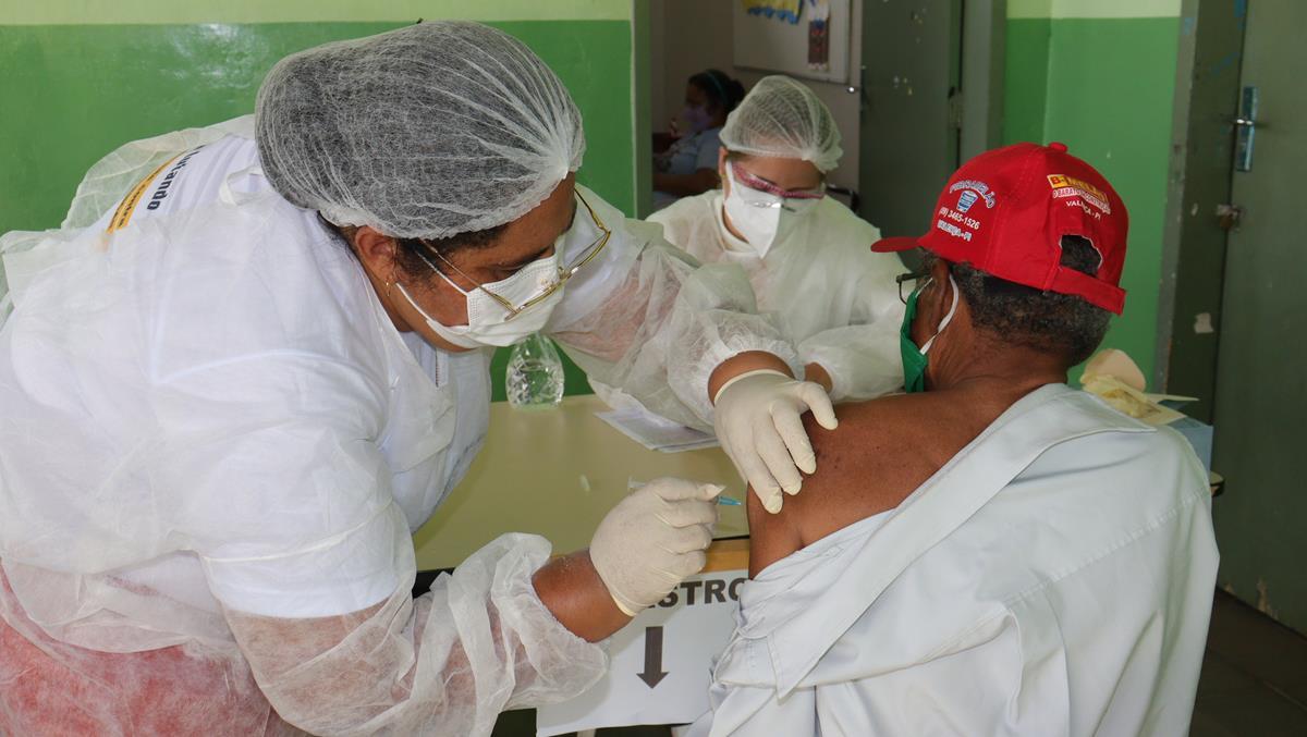 Idosos de 70 e 74 anos são vacinados na cidade e interior de Valença  - Imagem 22