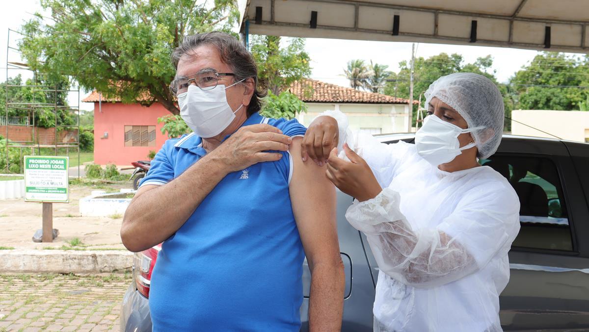 Idosos de 70 e 74 anos são vacinados na cidade e interior de Valença  - Imagem 28