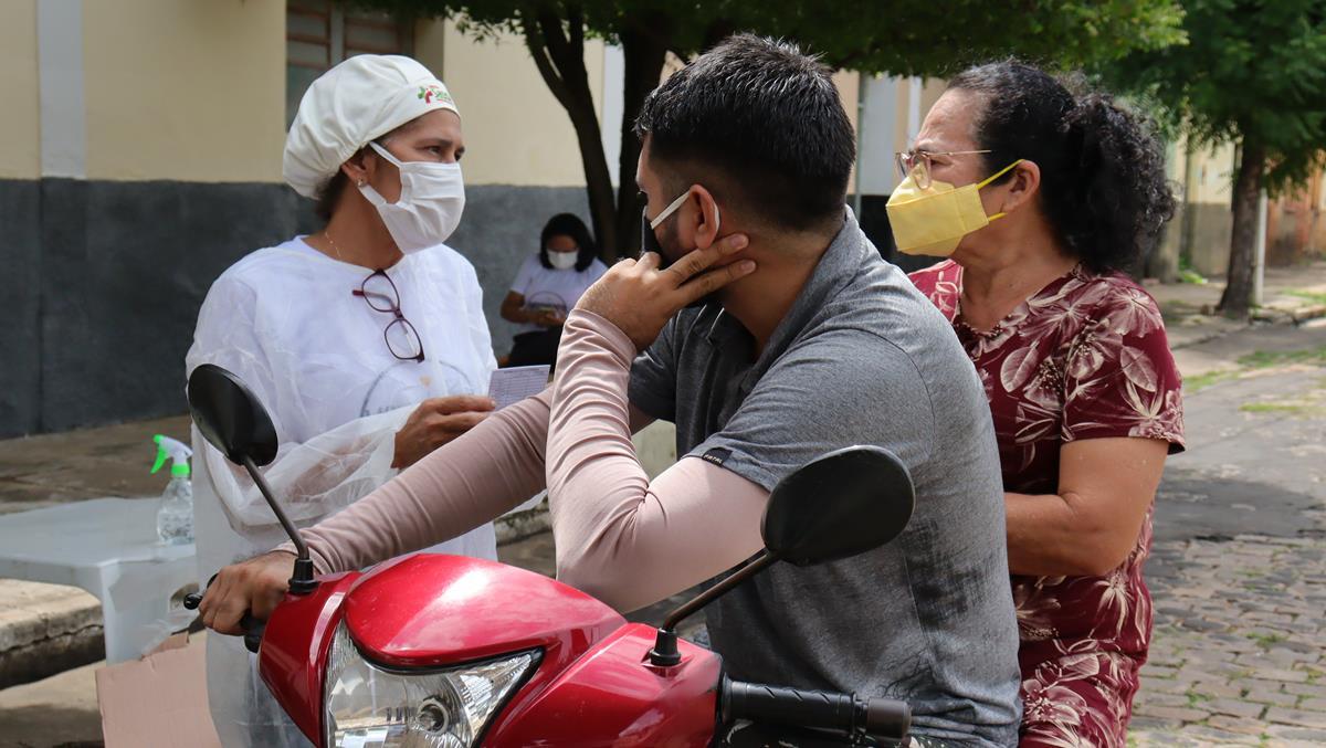 Idosos de 70 e 74 anos são vacinados na cidade e interior de Valença  - Imagem 24