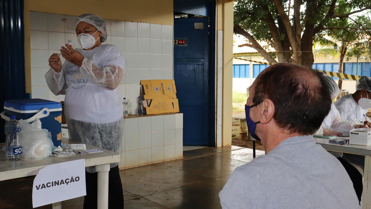 Idosos de 70 e 74 anos são vacinados na cidade e interior de Valença  - Imagem 12