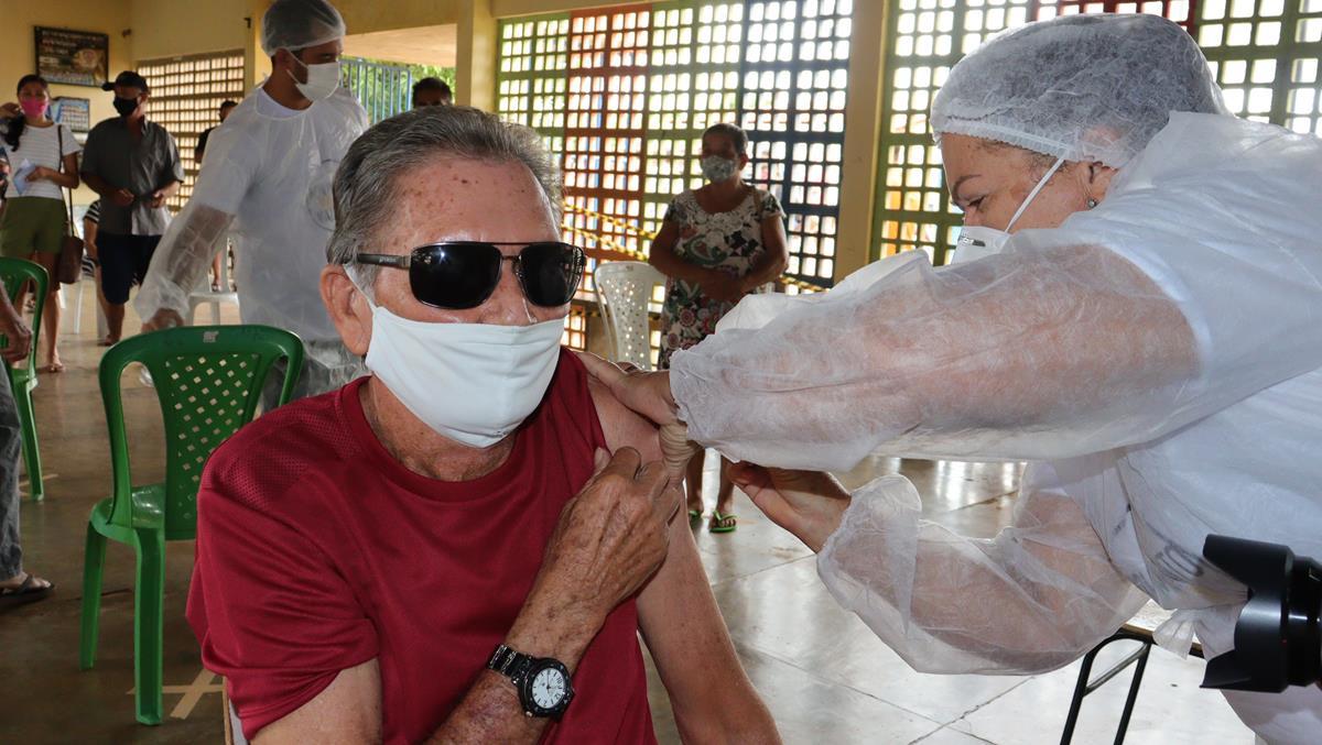 Idosos de 70 e 74 anos são vacinados na cidade e interior de Valença  - Imagem 8
