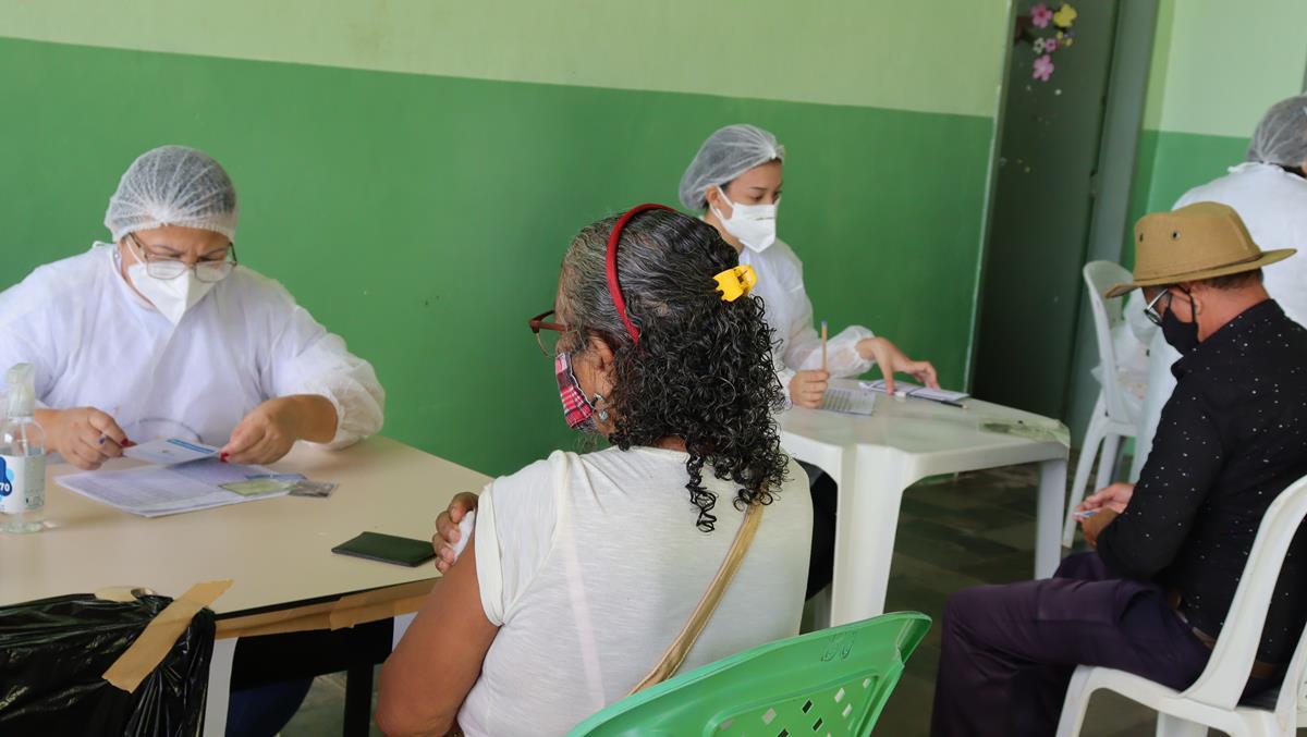 Idosos de 70 e 74 anos são vacinados na cidade e interior de Valença  - Imagem 16