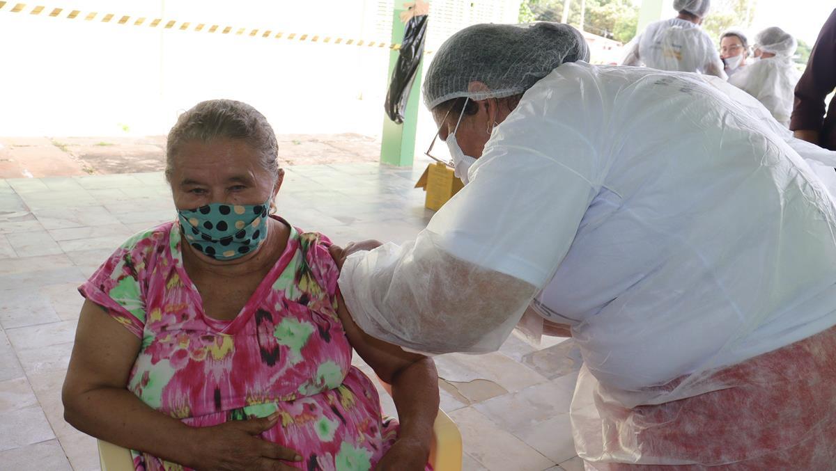 Idosos de 70 e 74 anos são vacinados na cidade e interior de Valença  - Imagem 19