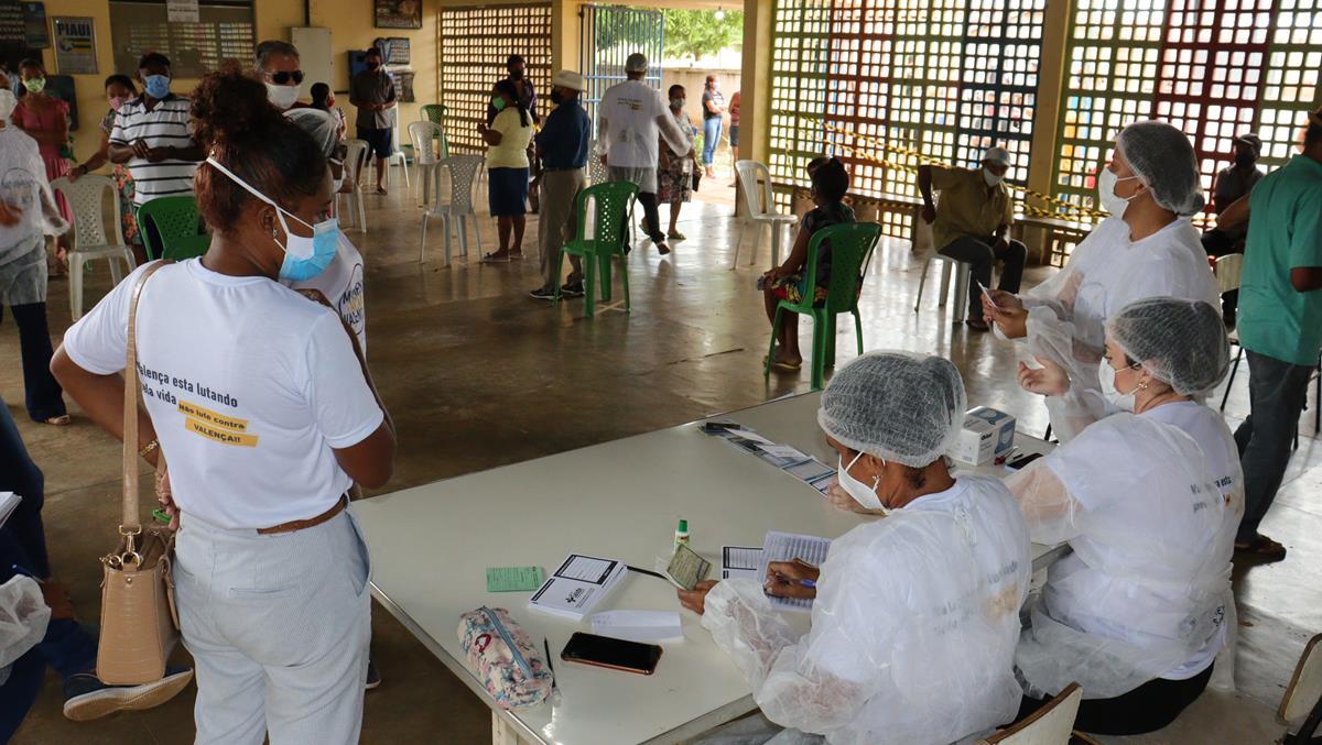 Idosos de 70 e 74 anos são vacinados na cidade e interior de Valença  - Imagem 5
