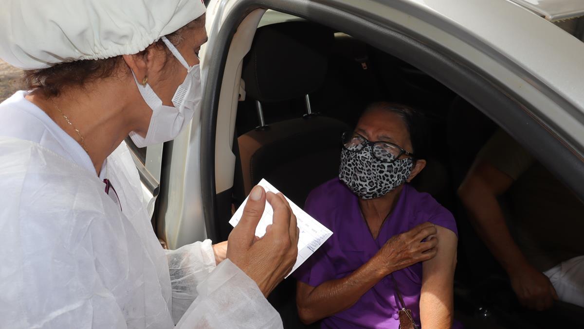 Idosos de 70 e 74 anos são vacinados na cidade e interior de Valença  - Imagem 27