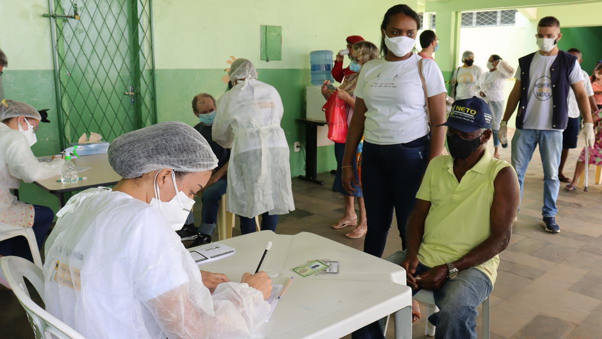 Idosos de 70 e 74 anos são vacinados na cidade e interior de Valença  - Imagem 18