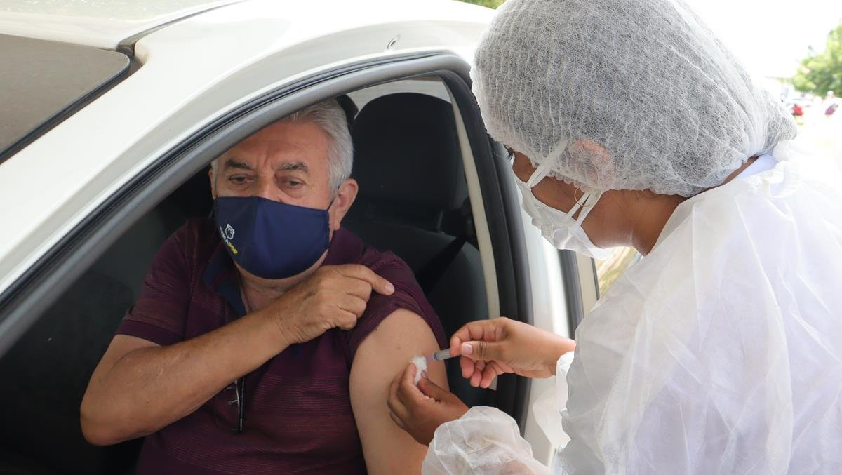 Idosos de 70 e 74 anos são vacinados na cidade e interior de Valença  - Imagem 23