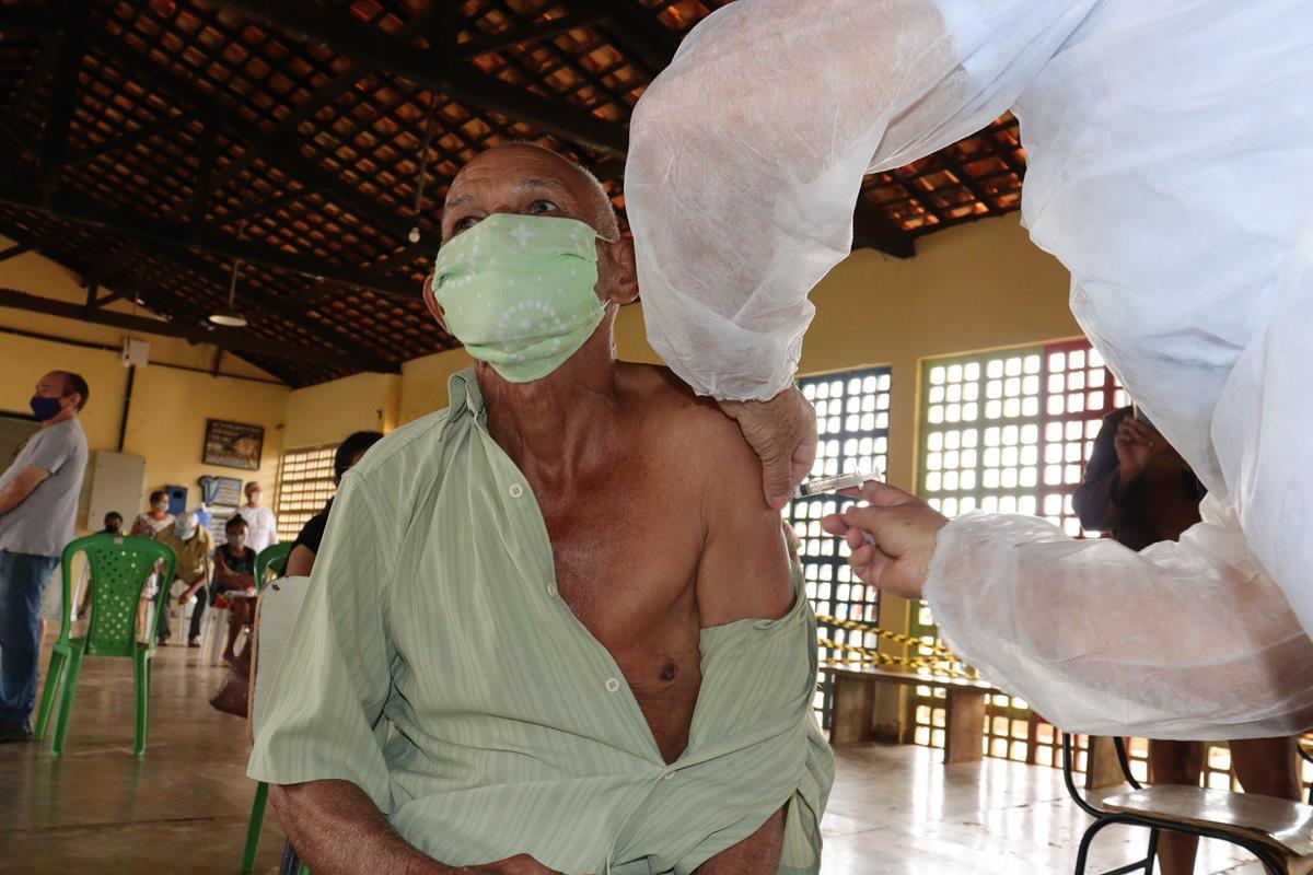 Idosos de 70 e 74 anos são vacinados na cidade e interior de Valença  - Imagem 3