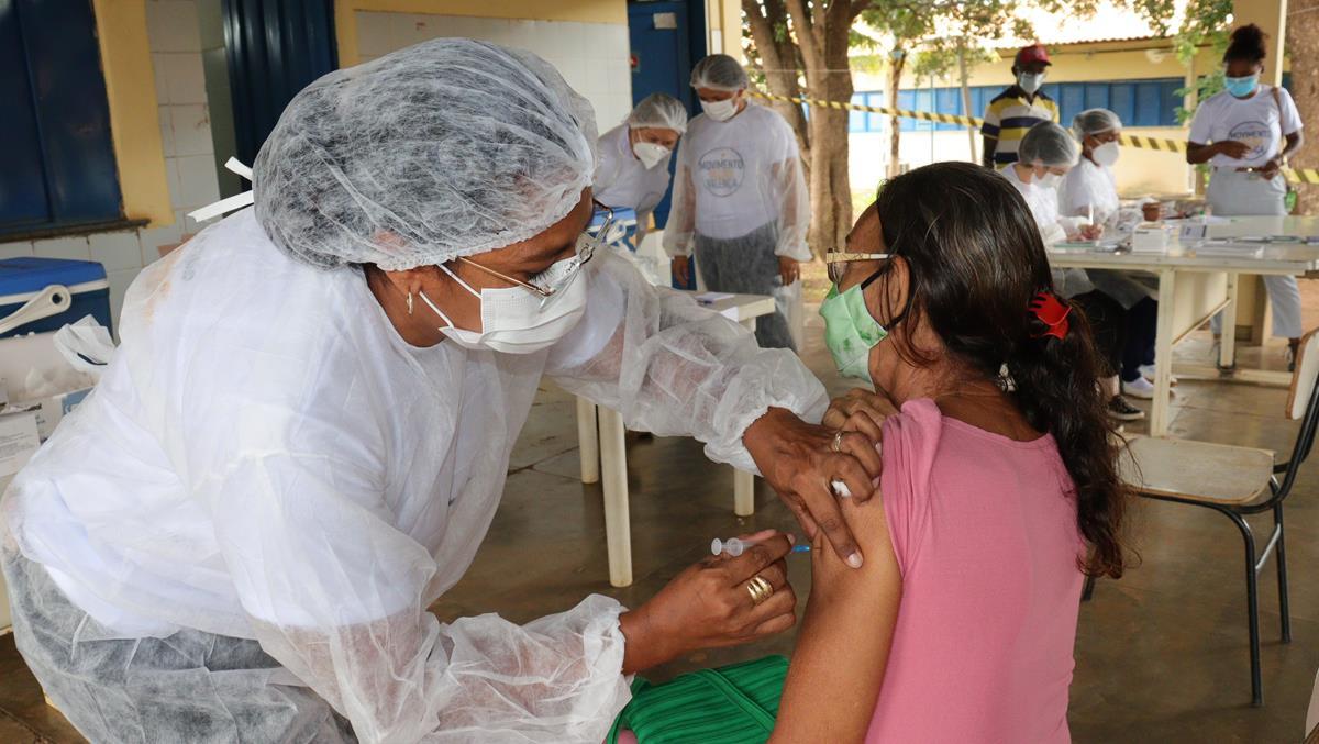 Idosos de 70 e 74 anos são vacinados na cidade e interior de Valença  - Imagem 10