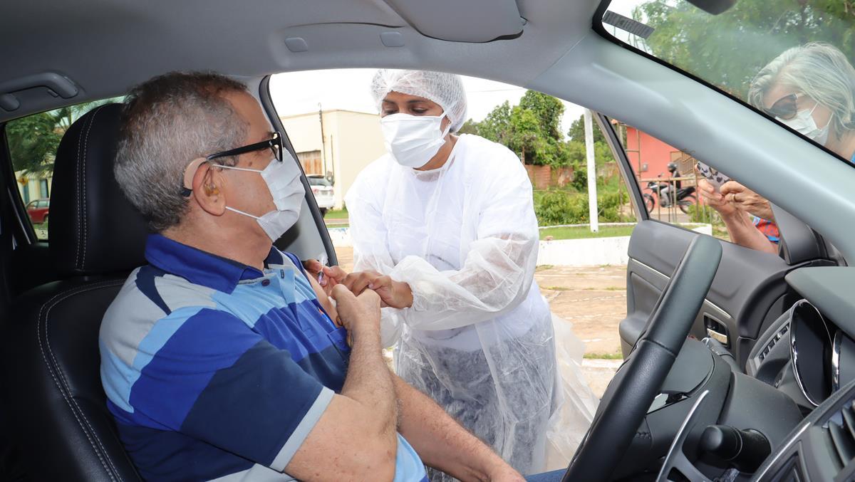 Idosos de 70 e 74 anos são vacinados na cidade e interior de Valença  - Imagem 30