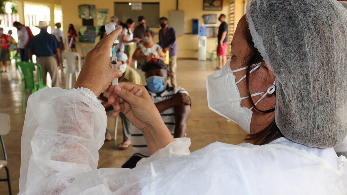 Idosos de 70 e 74 anos são vacinados na cidade e interior de Valença  - Imagem 6