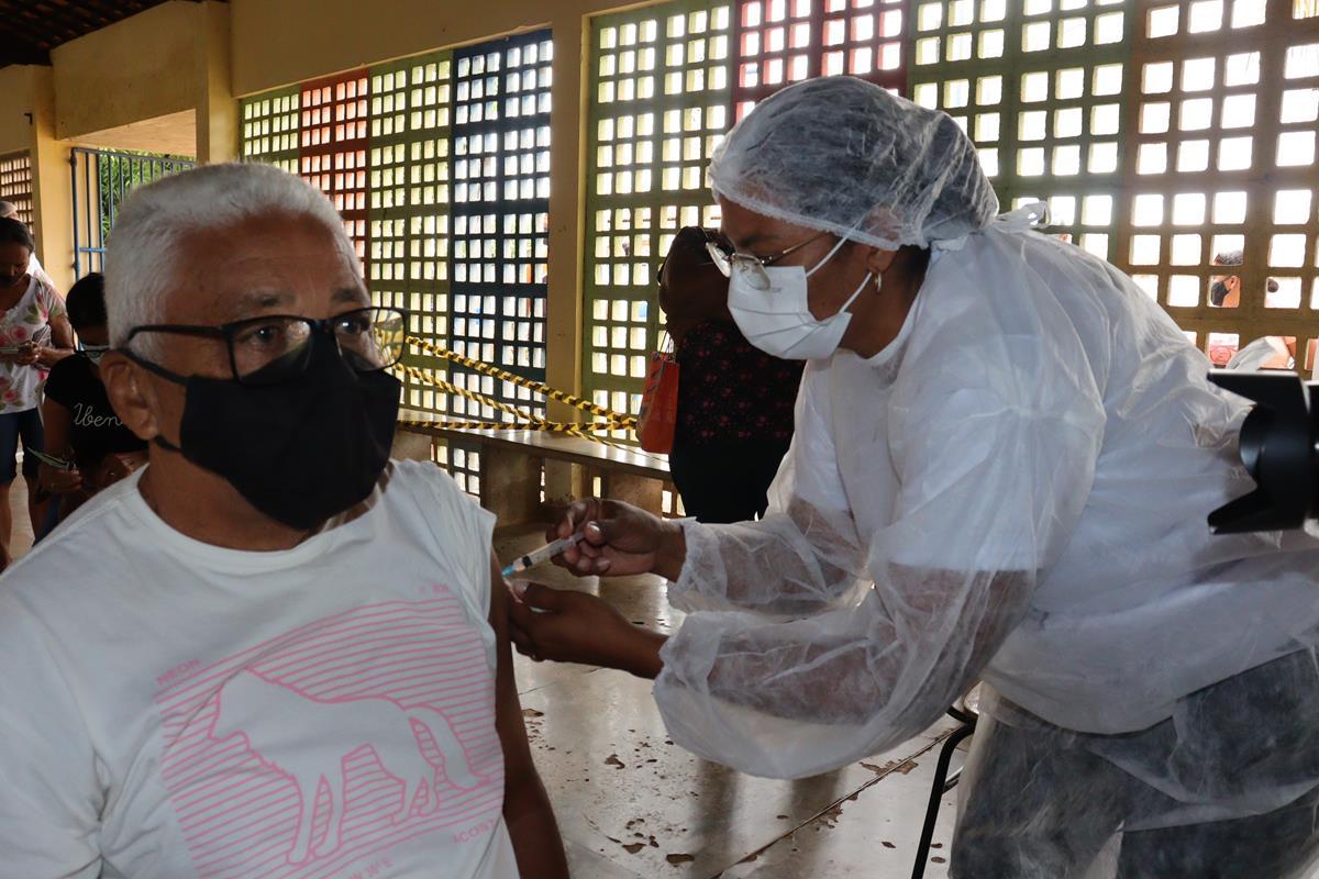 Idosos de 70 e 74 anos são vacinados na cidade e interior de Valença  - Imagem 2