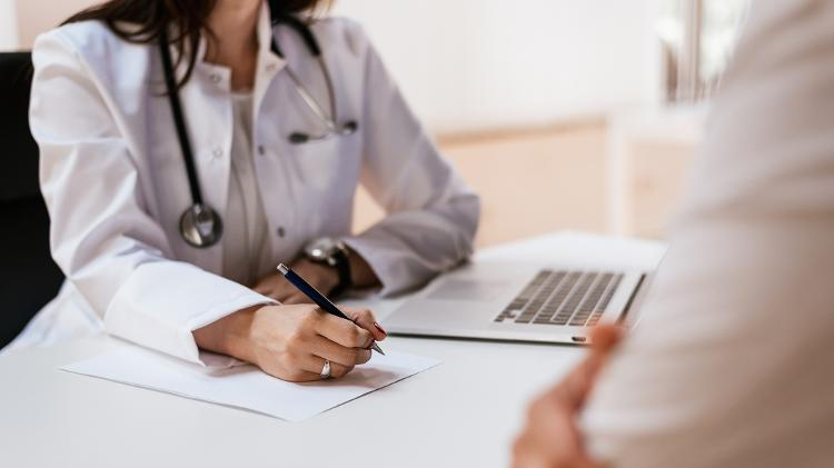 É importante procurar um médico para solicitar um check-up após Covid-19 (iStock)
