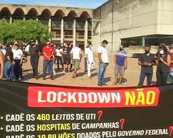 Protesto em frente à ALEPI pede ampliação de leitos e reabertura dos hospitais de campanha