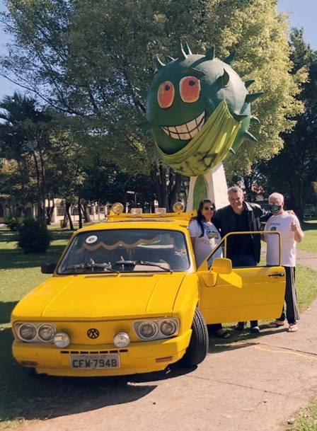 Familiares de DInho posam na Brasília Amarela