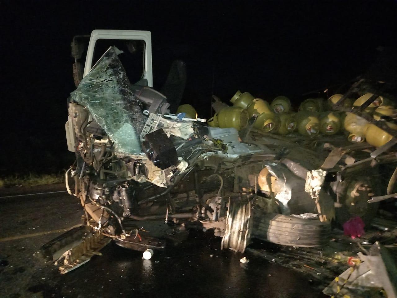 Grave acidente envolveu duas carretas